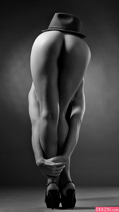 Женские голые жопы черно белое фото