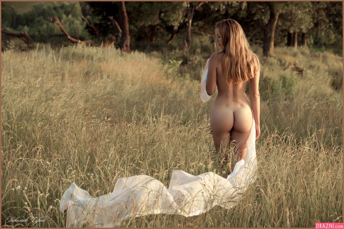 Фото обнаженных женщин на природе 9 фотография