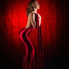 the girl in red - photostudio